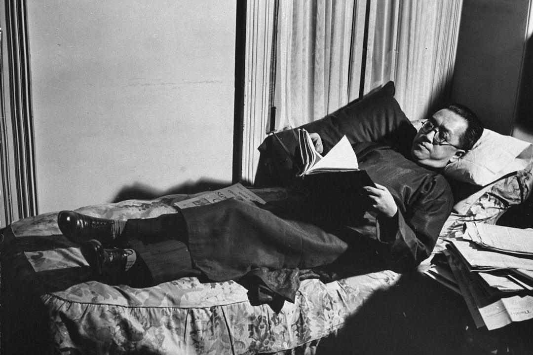 胡適因提倡文學革命,而成為新文化運動的領袖之一。圖為胡適,攝於1939年。