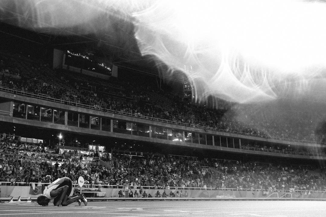 2016年8月18日,巴西里約熱內盧奧運會,保特在勝出男子200米決賽後低身吻地慶祝。