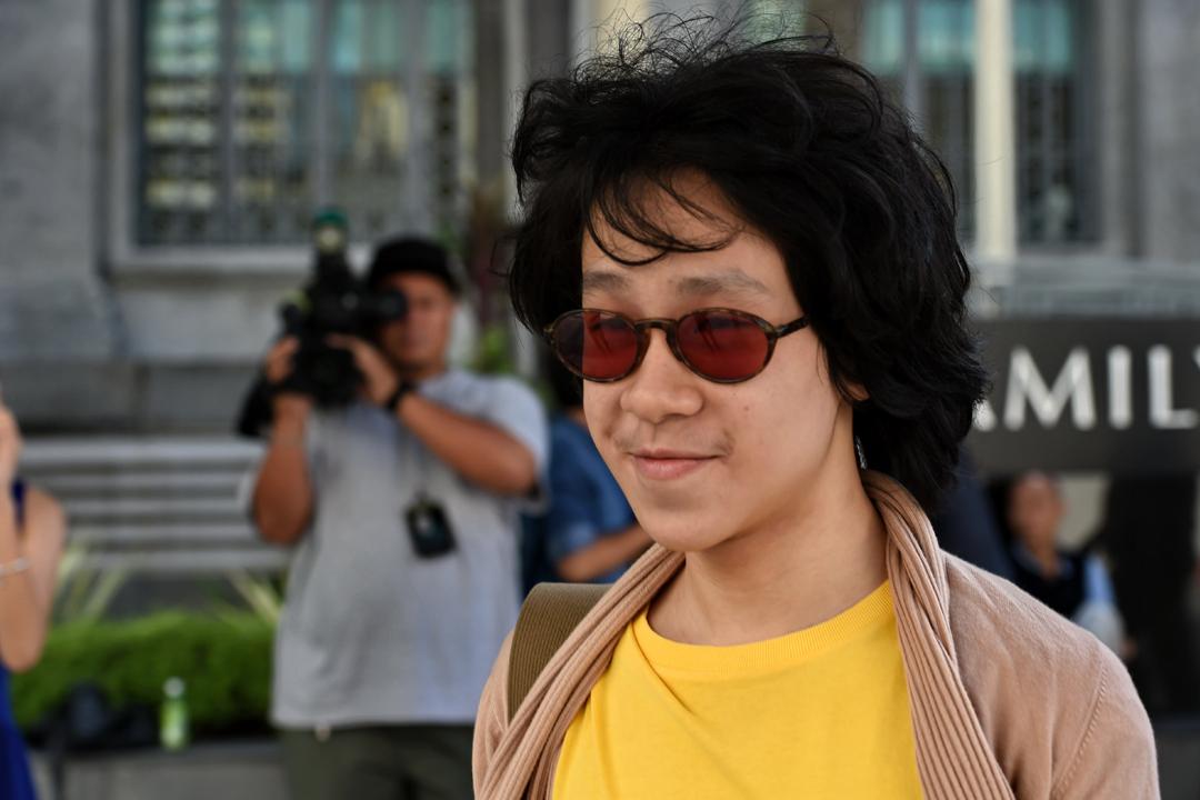 2015年6月,被控發放猥褻物品、傷害他人宗教感情等罪名的余澎杉在新加坡出庭應訊。 攝:Roslan Rahman / Getty Images