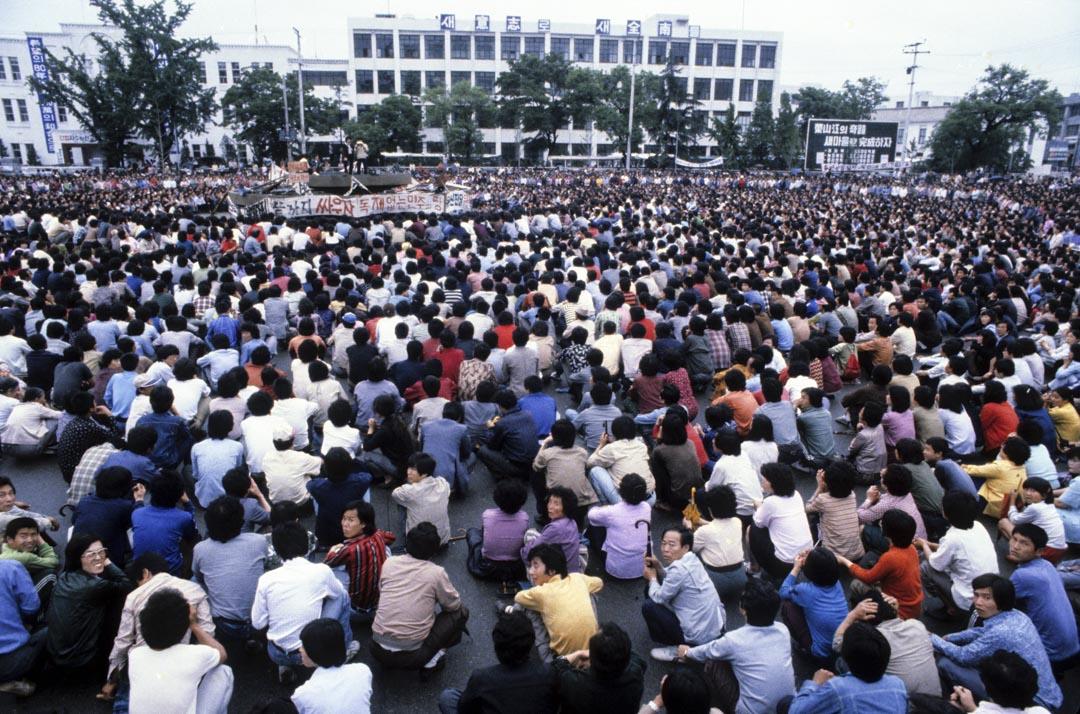 光州民主化運動發生於1980年5月18日至27日期間。事件發生在南韓南部的光州及全羅南道。是一次由當地市民自發的要求民主運動。當時掌握軍權的陸軍中將全斗煥下令武力鎮壓這次運動,造成大量平民和學生的死傷。