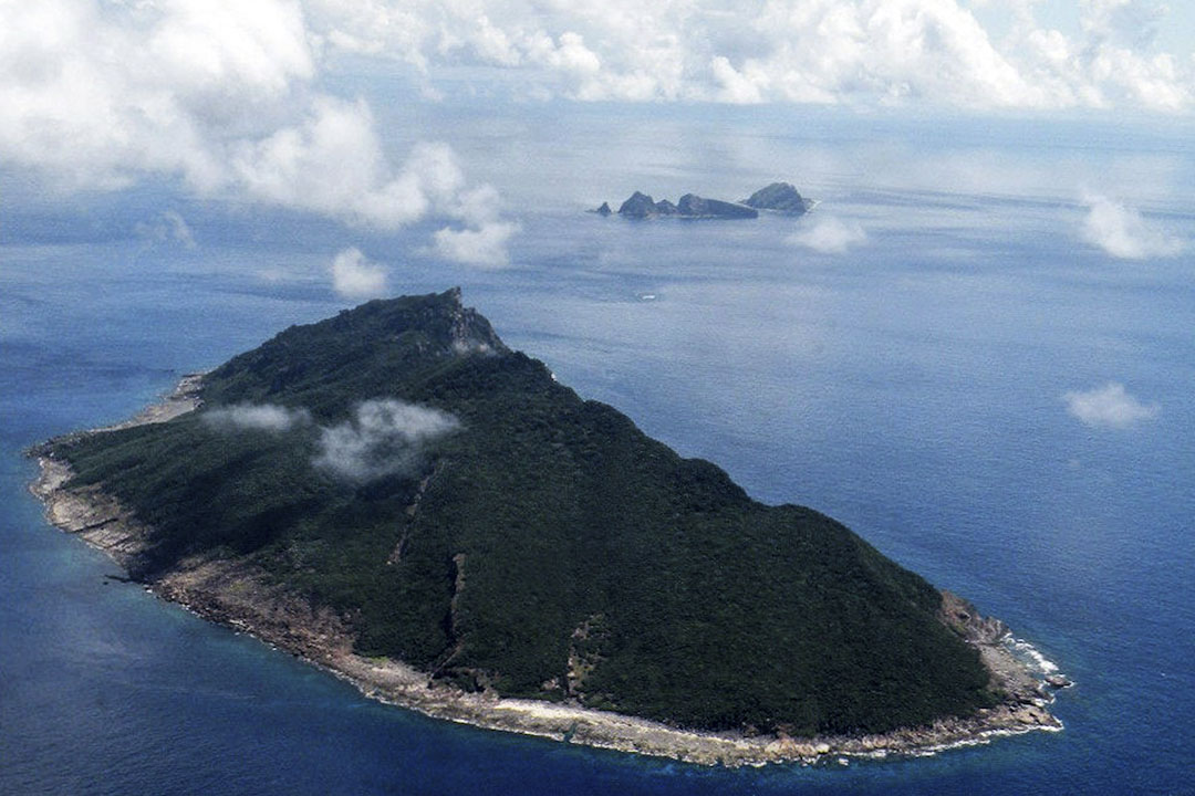 釣魚島在台灣與沖繩之間,面積整個島礁面積約4.3838平方公里,而周圍的海域面積大約為17萬平方公里。