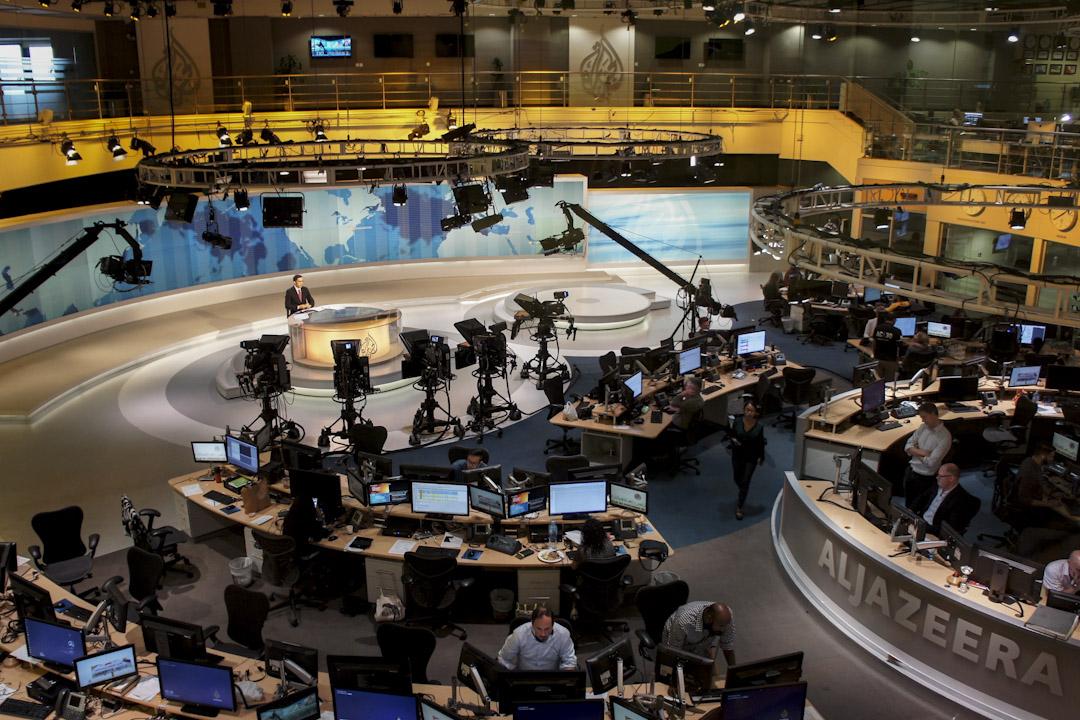 由卡塔爾王室出資、成立於1996年的半島電視台,近年打破西方媒體壟斷、引領中東媒體拓展公共領域,更成為全球最有影響力的媒體品牌之一。圖為半島電視台攝影棚。 攝:陳虹瑾/ 端傳媒