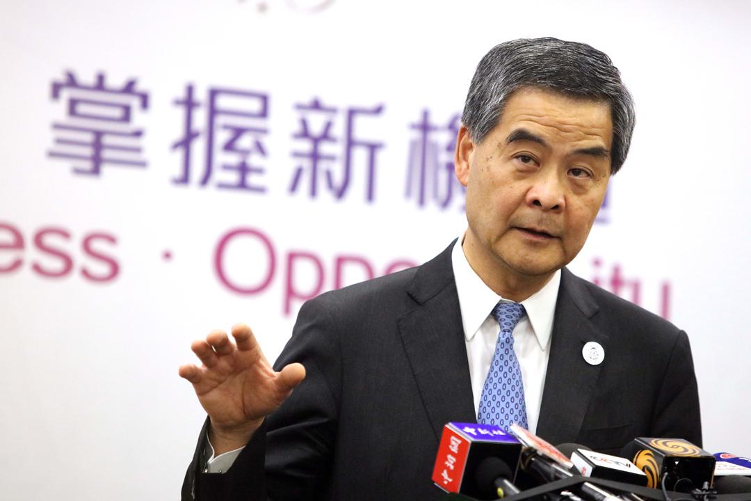 香港前特首梁振英被指卸任兩個月後即在私人公司擔任董事,被質疑涉及利益衝突。圖為梁振英今年5月在任特首期間,在中國北京出席「一帶一路」國際合作論壇,背後佈景版寫有「掌握新機遇」字眼。 攝:Zhang Yu / Getty Images