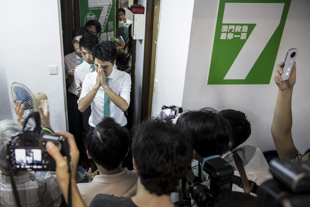 2017年9月18日凌晨,未待官方公布選舉結果,蘇嘉豪率領團隊於總部宣布勝利宣言。