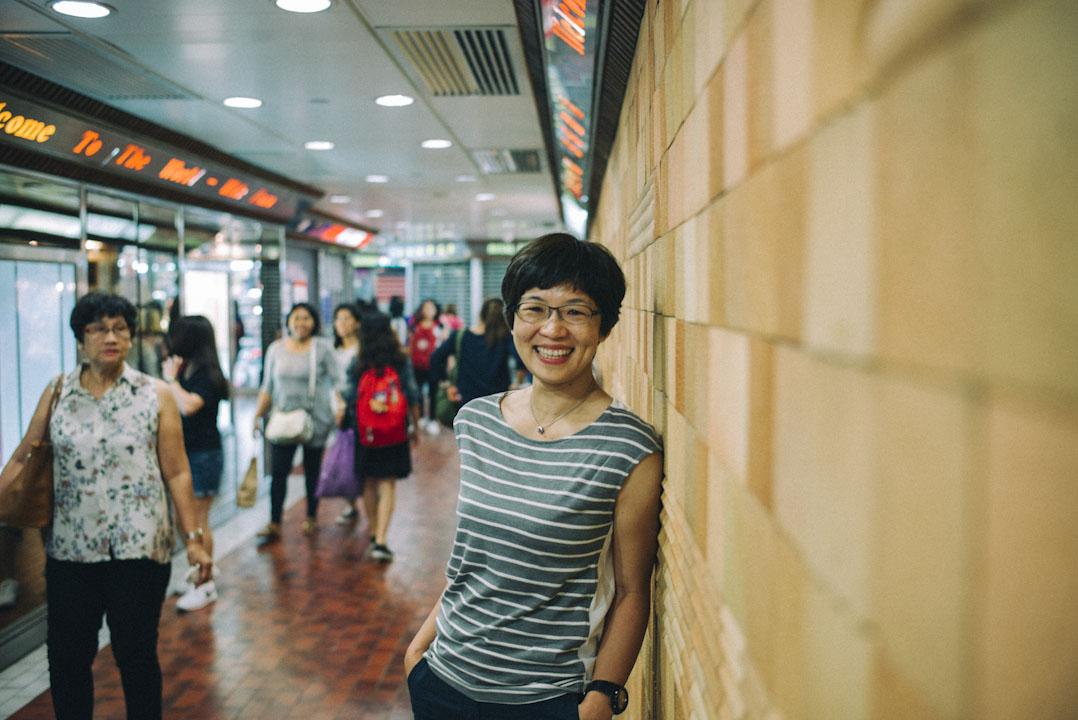 香港中文大學人類學學者陳如珍多年研究菲傭:「她們絕大部分時間跟僱主的家庭或相關的人在一起,其實不是她的生活。只有休息日是她的生活。」