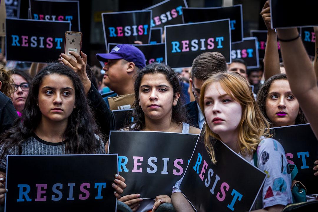特朗普推特發佈跨性別人士參軍禁令後,隨即惹來抗議。2017年7月26日,示威者在紐約時代廣場,抗議特朗普禁止跨性別人士從軍。