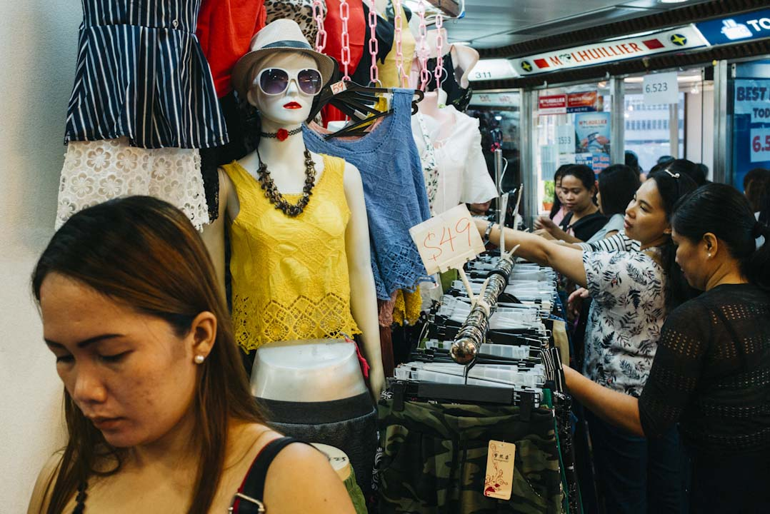 環球商場的不少衣服店,都售賣非常便宜的衣物。
