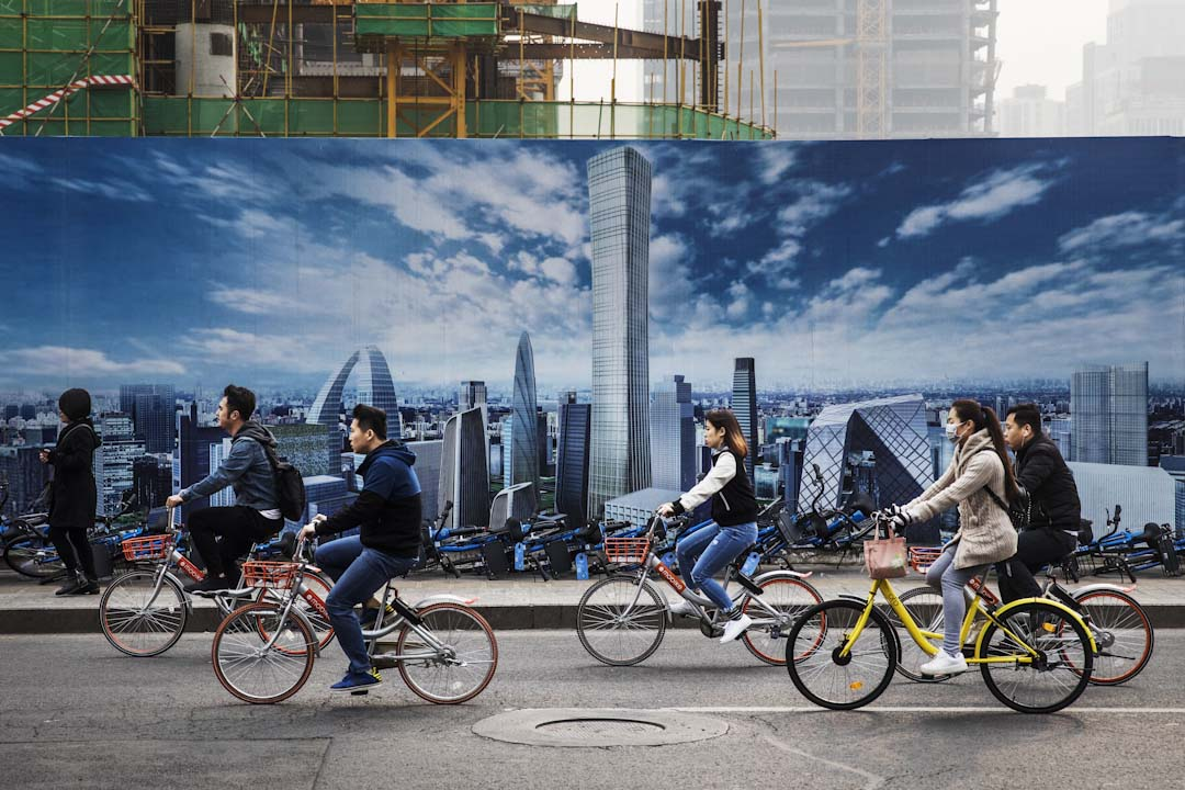 中國的共享單車因為投放過多、惡性競爭,被指責佔用大量公共資源。