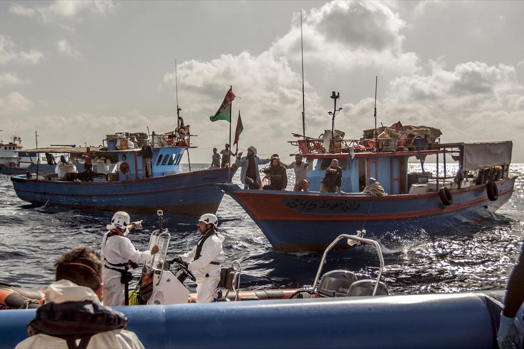 利比亞北岸至國際海域的這段路程,搜救團隊僅能依靠偷渡。
