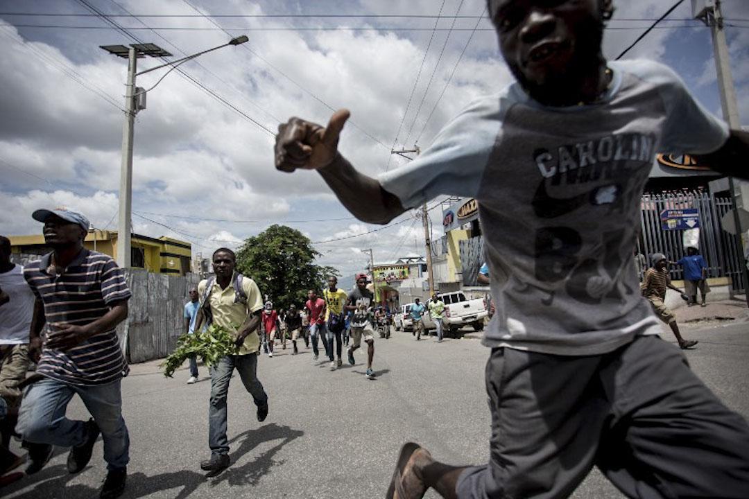 2017年9月20日,海地首都太子港發生示威,數千名示威者到街頭抗議政府的2017-18年預算案,並要求總統摩依士 (Jovenel Moïse) 落台。預算案早前亦在國會被反對派議員反對,稱預算案會令國家帶來更大的債務。
