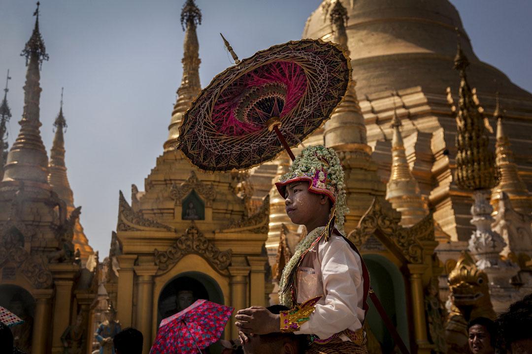 緬甸仰光,佛教徒慶祝滿月節。