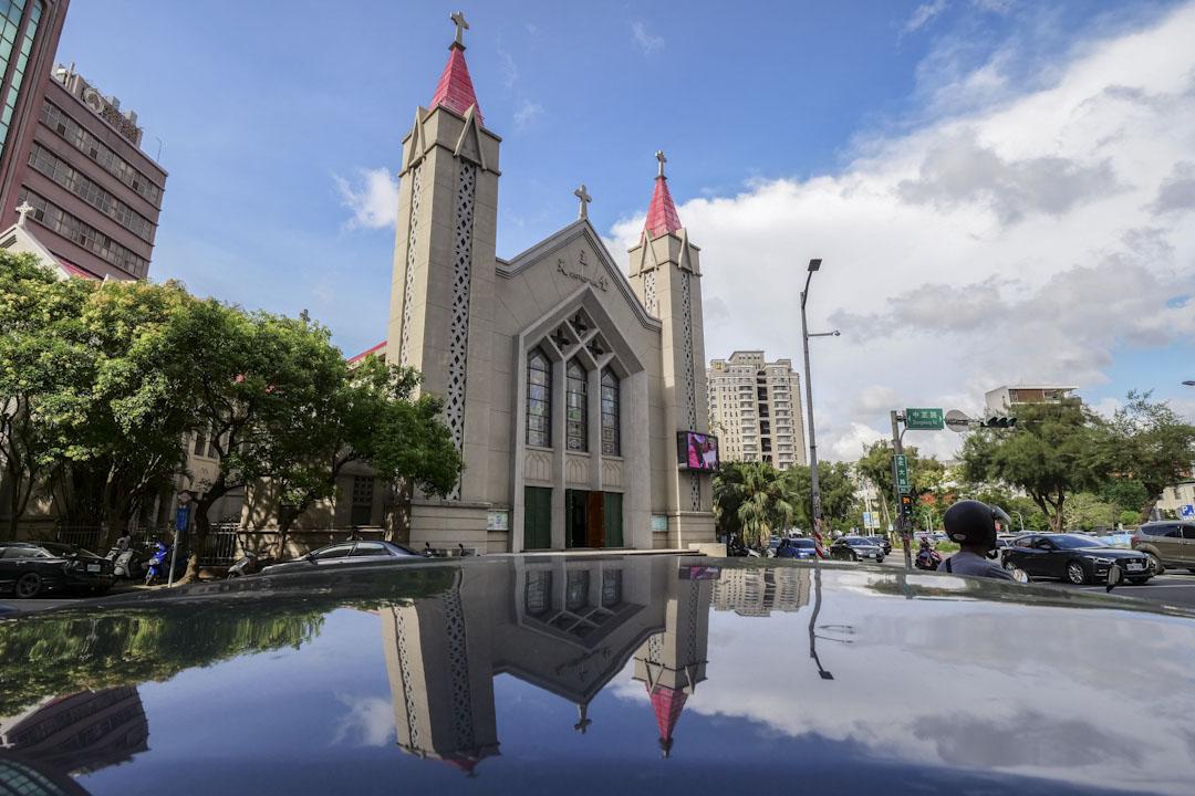 聖母聖心主教座堂是天主教新竹教區的主教座堂,位於臺灣新竹市中正路與北大路路口,因而俗稱北大教堂或北大堂。本堂也是桃、竹、苗三縣聖堂之母,通稱母堂。