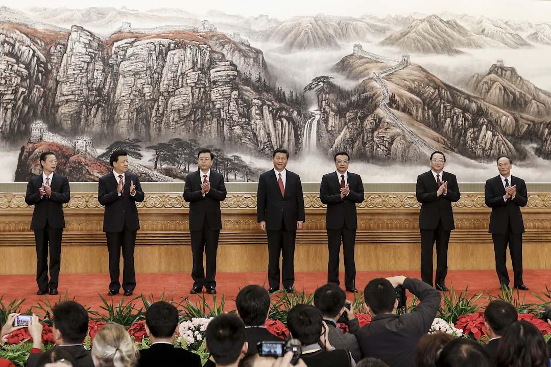 2012年11月15日,中國共產黨第十八次全國代表大會結束,七名新一屆中央政治局常委見記者。