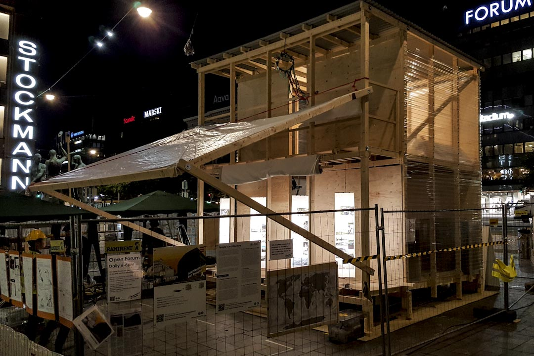 台灣建築師謝英俊帶領難民興建的「中繼屋營造行為藝術」計畫。 圖:謝英俊提供