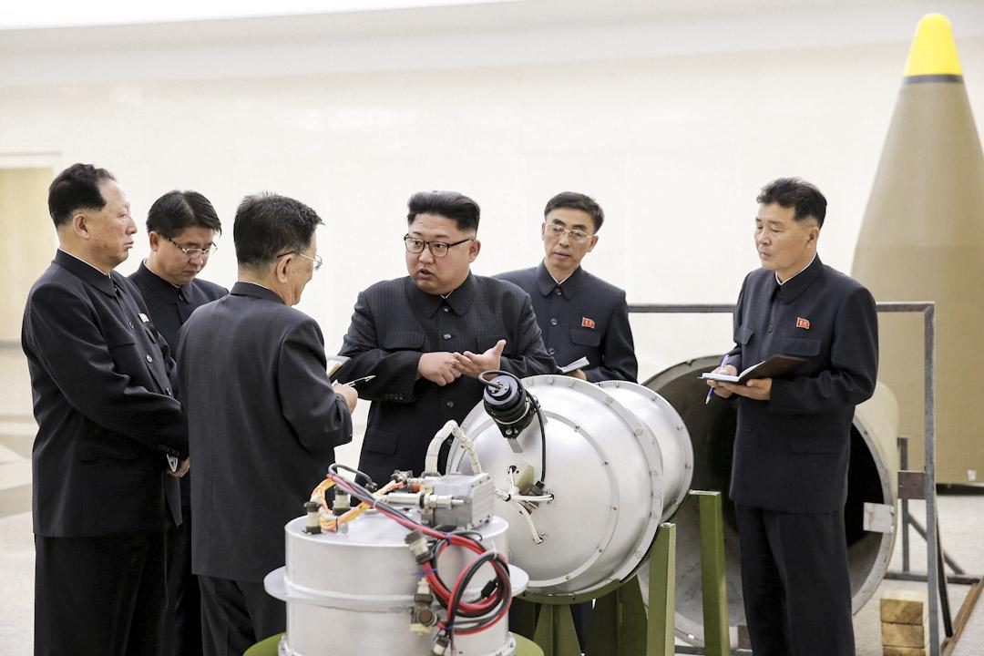 2017年9月3日,KCNA發布的一張金正恩較早時前往核武研究所視察,其中圖片內有一個看似正被研究作為搭載氫彈頭的模型。