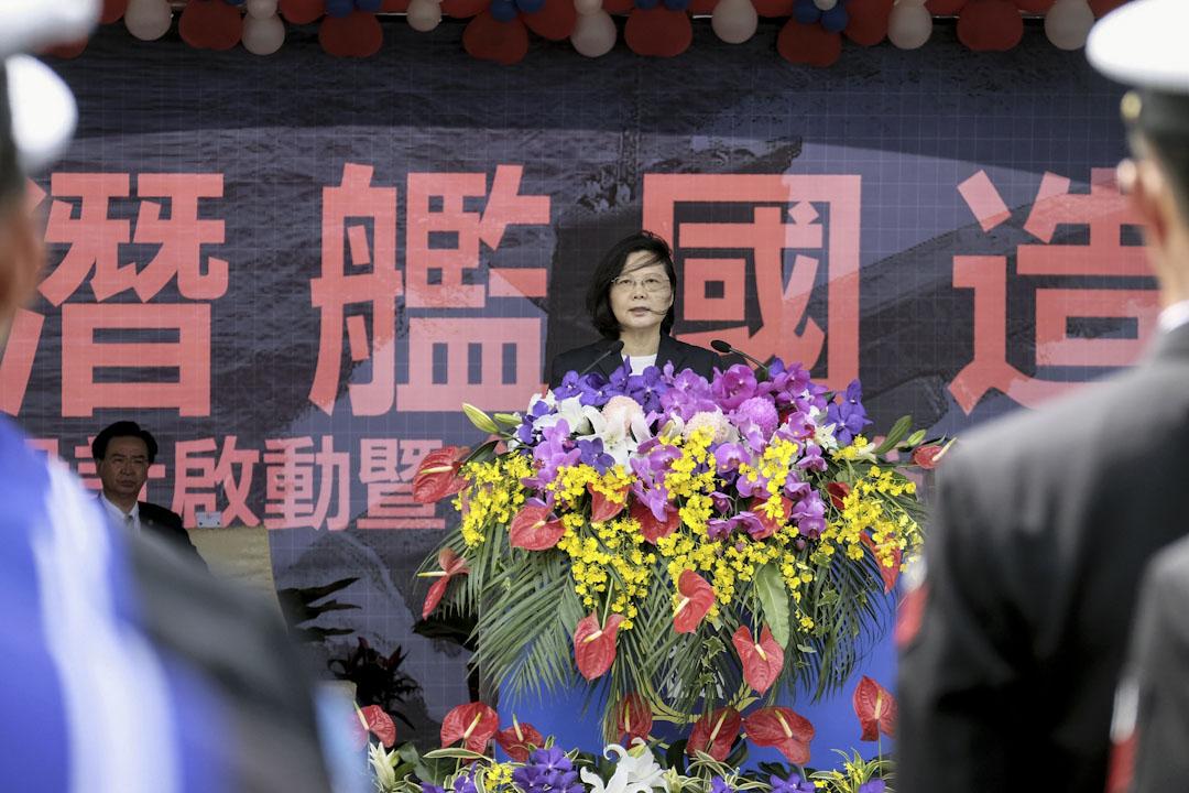 2017年3月21日,台灣總統蔡英文赴海軍高雄左營基地,參加敦睦遠航訓練支隊啟航歡送,暨潛艦國造設計啟動及合作備忘錄簽署儀式。