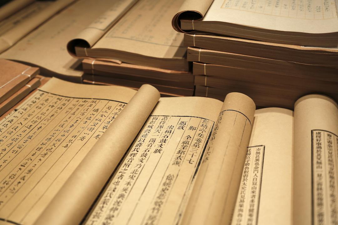 台灣教育部課程審議會委員提案,將文言文比例從45%-65%降為30%;課綱內必選的古文篇章,從現在的20篇降到10至15篇。提案一出,引發社會極大爭議。圖為中國位於浙江寧波市的現存最早的私家藏書樓「天一閣」,也是亞洲現有最古老的圖書館和世界最早的三大家族圖書館之一。 攝:Imagine China