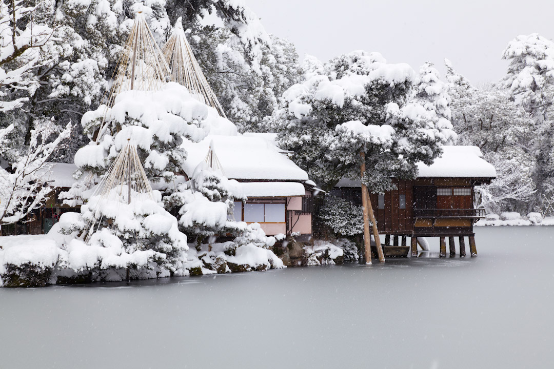 日本金澤兼六園的冬天雪景。 攝:JTB Photo/UIG via Getty Images