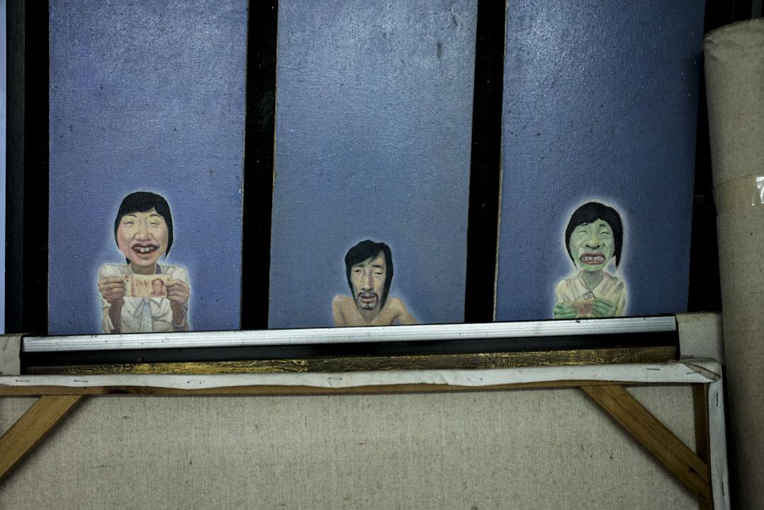 黃阿德家裡擺放著之前的住客遺下的一幅畫作。