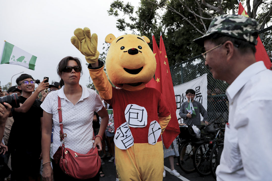 有參與抗議的學生穿上動物裝扮諷刺習近平。