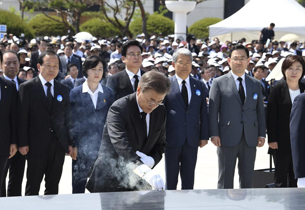 2017年5月18日,南韓新總統文在寅出席了在光州國立5·18(光州民主化運動)民主墓地舉行的5·18民主化運動37週年紀念儀式,這也是文在寅就職後的首個官方紀念活動。
