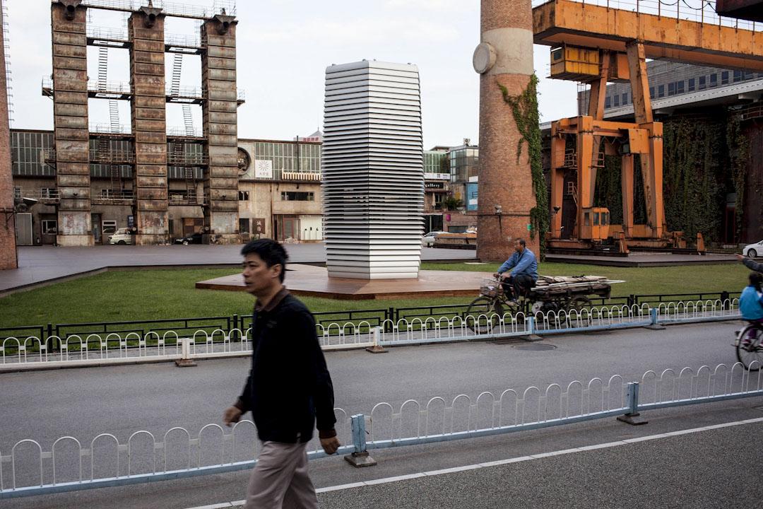 霧霾淨化塔已經建成,是世界最大的室外空氣淨化器,在北京、天津等飽受霧霾侵襲的中國北方城市巡迴展出。
