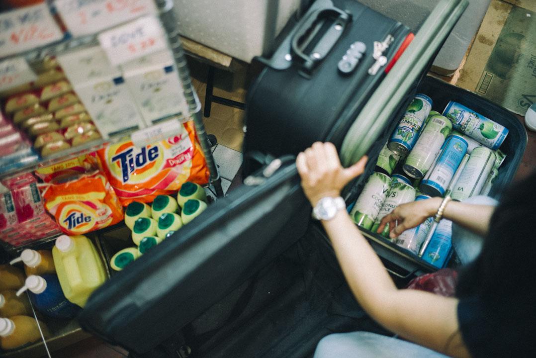 丁建釗代理的 Victory 椰汁,很多環球商場的店都有出售,甚受菲傭們歡迎。
