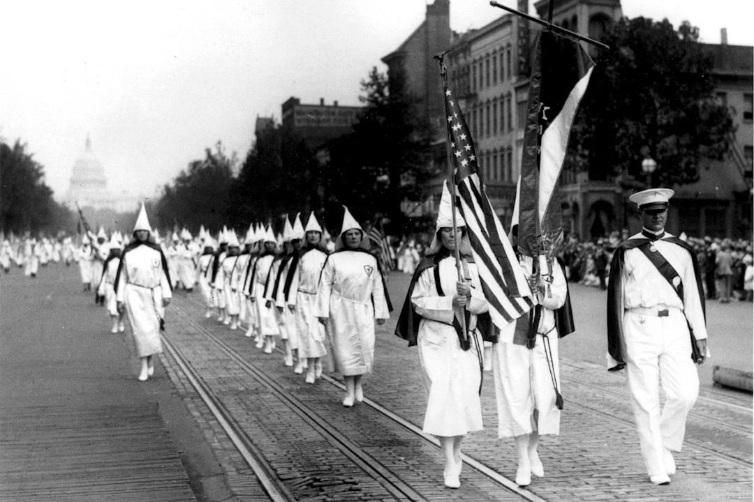 1928年,華盛頓特區賓夕法尼亞大街三K黨遊行中,有不少白人女性參與。