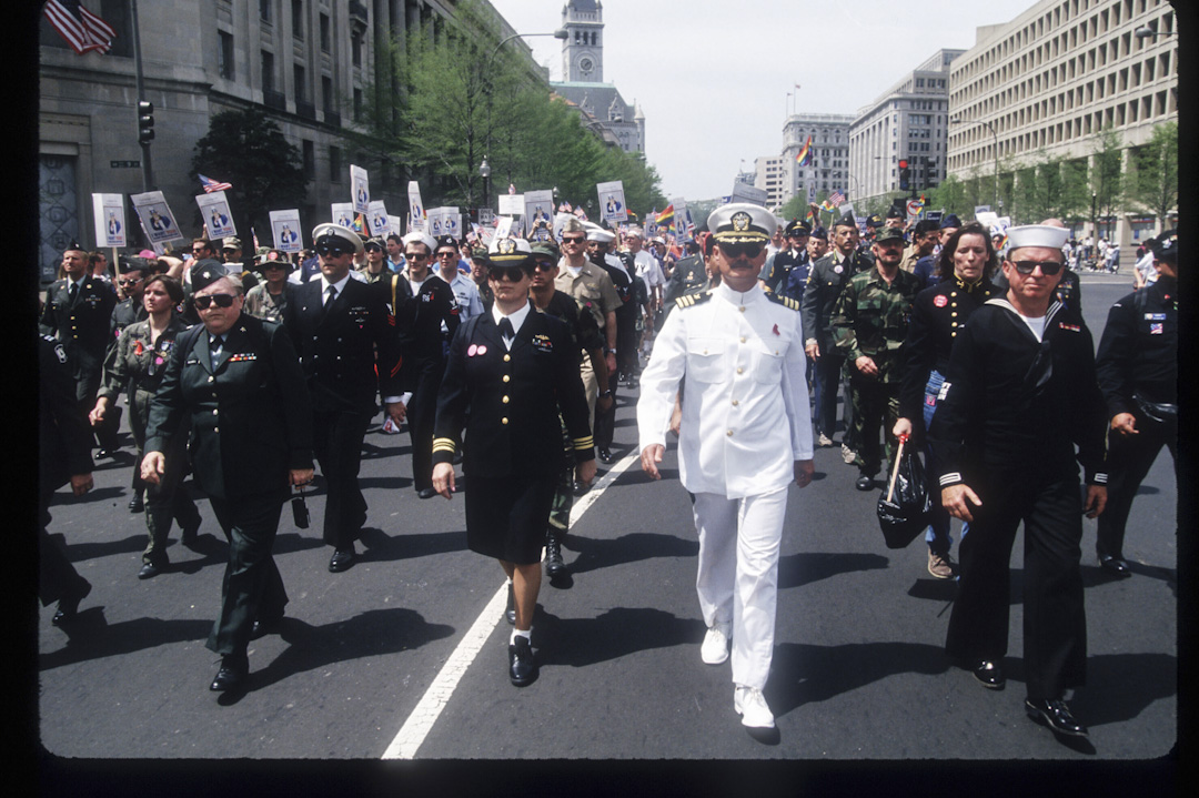 1993年4月25日, 超過50萬同性戀者,女同性戀者和雙性戀者及其朋友和家屬,參加了當時史上最大的爭取跨性別權益請願集會,美國軍方有代表參加集會。