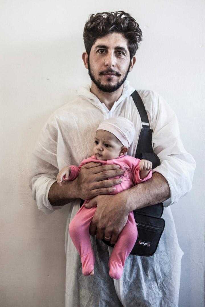 27歲來自敘利亞的 Khalid Aljabawe 和兒子從一艘載有341人的船被救起。