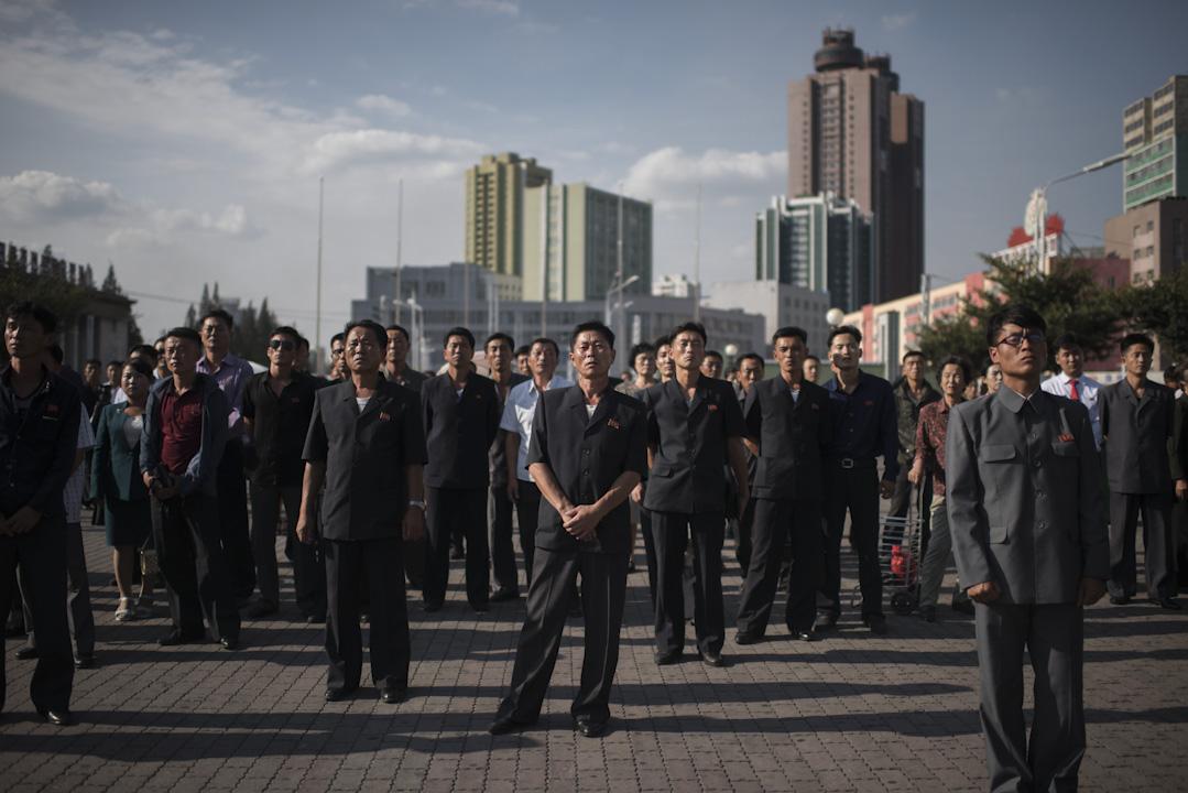 2017年9月22日,北韓領導人金正恩親自發表聲明回應美國總統特朗普,大批民眾在平壤的中央火車站外,收看電視轉播。