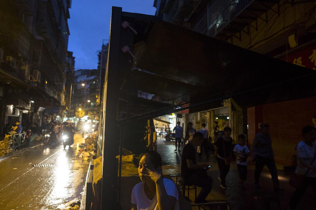 2017年8月23日,強颱風「天鴿」吹襲華南沿岸,對澳門造成嚴重破壞。8月24日黃昏,電力依然未恢復,澳門依然漆黑一片。