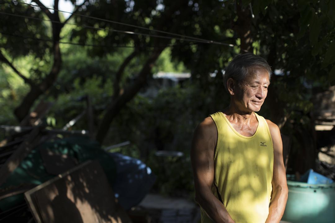 郭永昌是反東北案判刑中其中一位判囚社運人士周豁然的丈夫。二人家住香港偏遠的郊區古洞,是「古洞北發展關注組」的大本營,由豁然夫妻和戰友一手建立。 攝:Stanley Leung/端傳媒