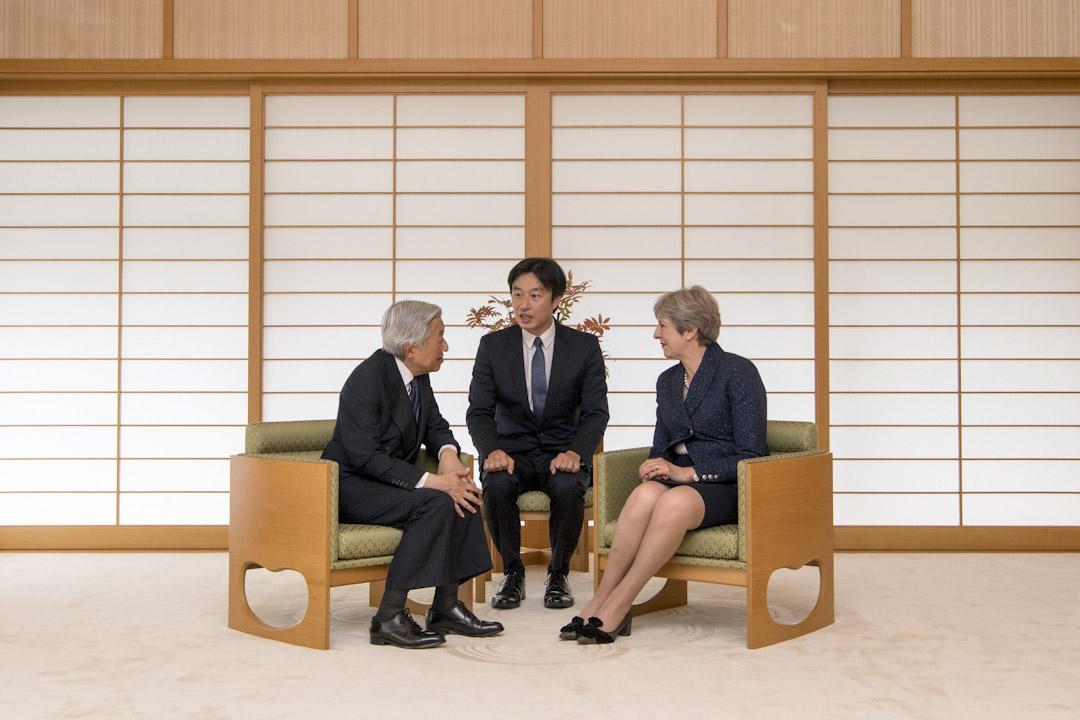 2017年9月1日,英國首相文翠珊到日本明仁天皇皇居拜訪,雙方聊了近20分鐘。