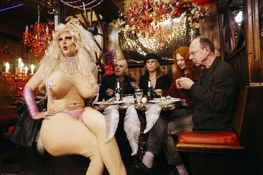 2008年底,奧莉薇亞的第一間酒吧在大自由街開業,之後是男性脱衣舞吧。隨着2012年春,第三間秀吧(Olivas Show Club)開業——曾經的妓院現在成為了一個滑稽歌舞吧,奧莉薇亞吧已經成了漢堡紅燈區不能不去的招牌遊玩景點。 攝:受訪者提供