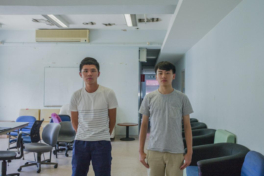 中大學生會外務秘書李文耀(左)及學生會會長區子灝(右)。