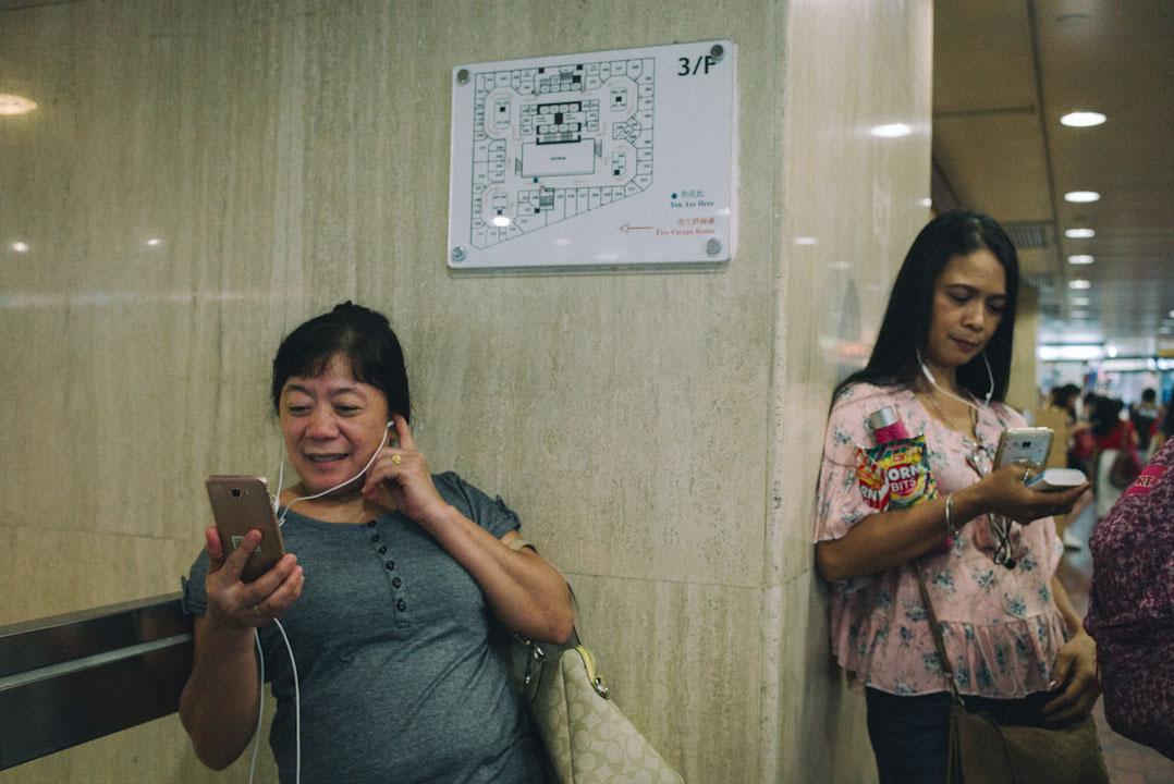 隨著社交媒體的興起和網絡在菲律賓的普及,長途電話逐漸式微。環球商場內不時見到菲傭以視像通話與家鄉通訊。