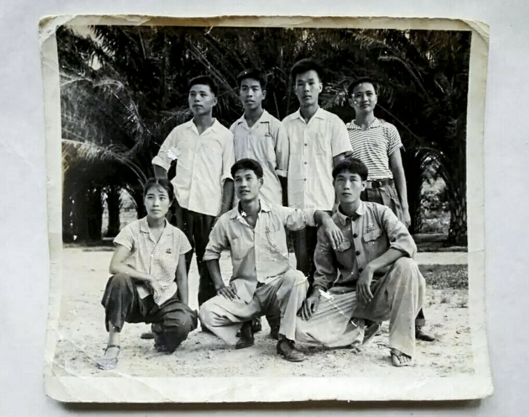 我的爸爸和當時農場保衞科的一些同事。