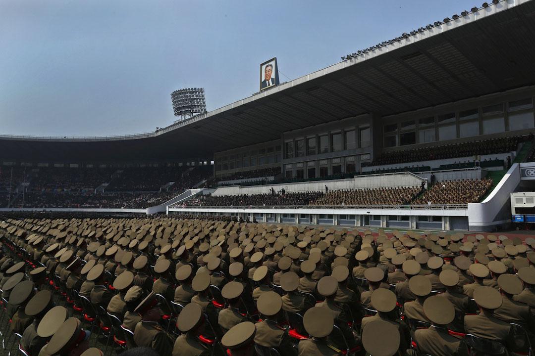 2012年4月14日,北韓勞動黨軍事人員在平壤一個體育場,以紀念北韓已故領袖金日成逝世100週年。