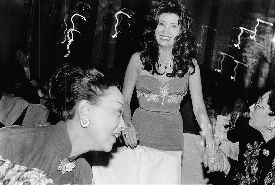 1994年,香港上流社會宴會。