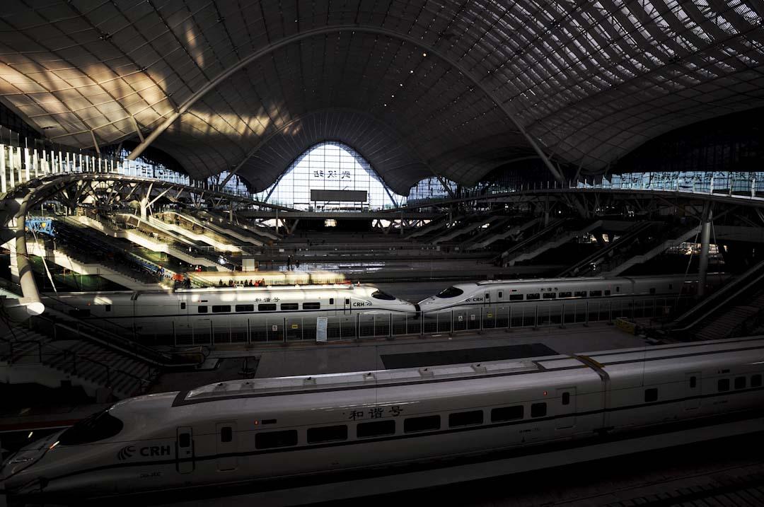 武漢站位於湖北省武漢市洪山區,毗鄰三環線,是京廣高速鐵路中途樞紐車站,亦是武九客運專線的起始站,於2009年12月26日隨武廣高鐵的開通啟用。