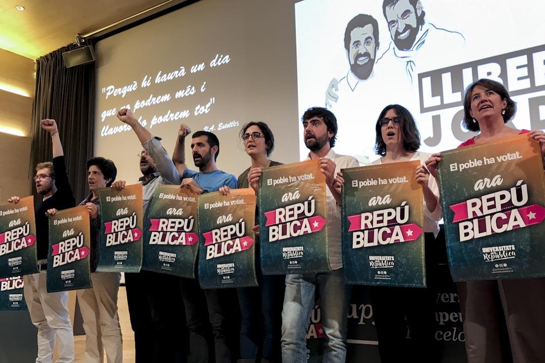 2017年10月19日,巴塞隆拿龐貝法布拉大學,政治動員的活動現場。左三為獨立運動Súmate機構發言人巴尼奧斯(Antonio Baños)。