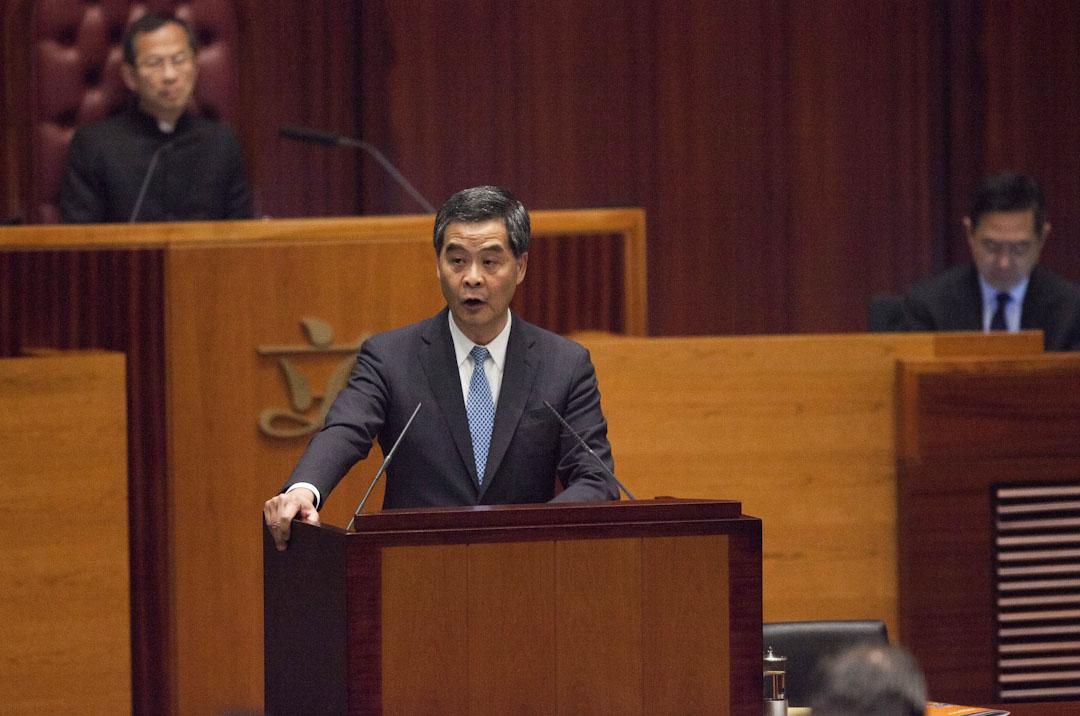 2015年1月14日,特首梁振英發表任內第三份施政報告,內容特別提出香港大學學生報《學苑》討論港獨的文章,引起社會爭論。