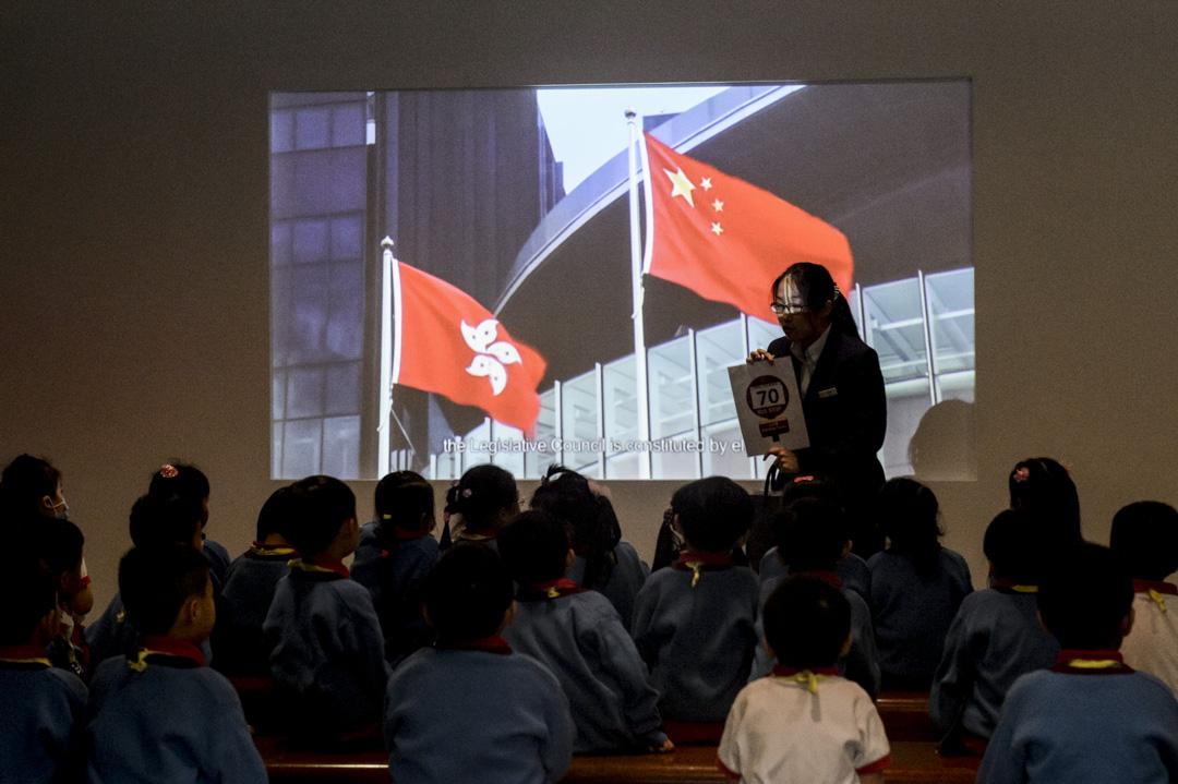 香港行政長官林鄭月娥在昨日公佈的任期首份施政報告中,提出擬於明年年底在全港初中落實中國歷史單獨成立必修科,「推動學生認識中國歷史和中華文化」。 攝:Anthony Wallace /AFP/Getty Images