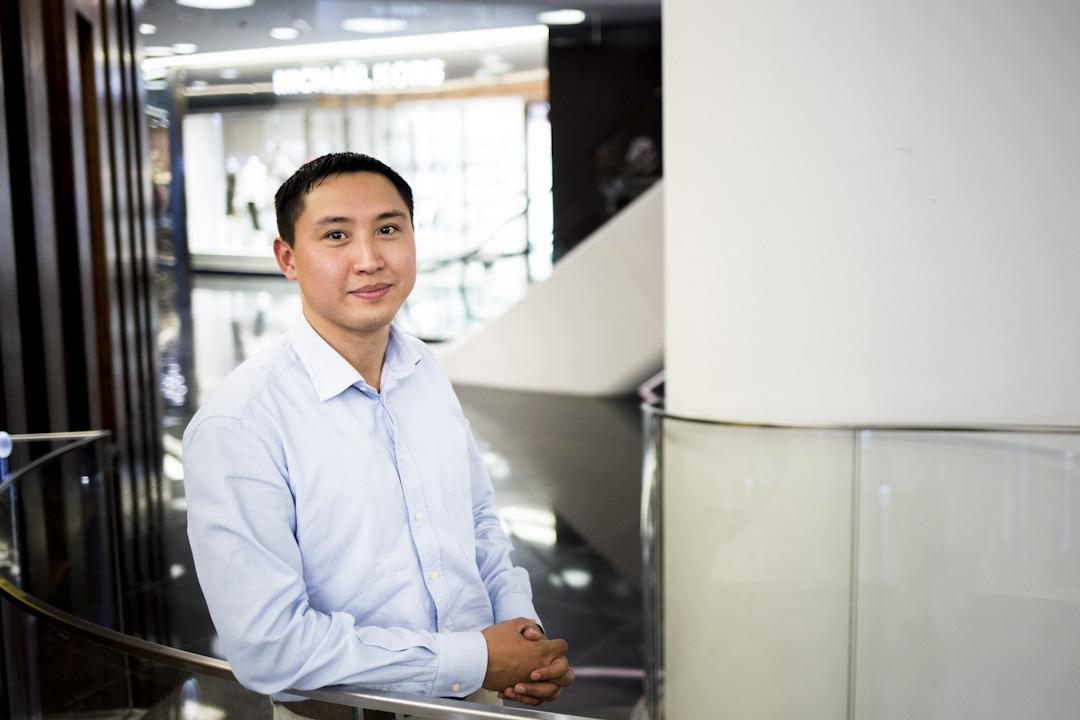 現年28歲現職四大會計事務所顧問的阿克哈特(Akhat Auganbayev)。