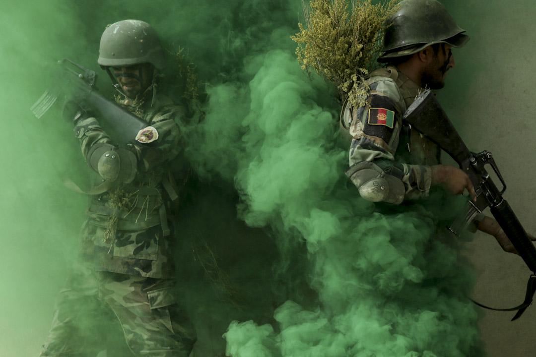 2017年10月17日,阿富汗首都喀布爾,阿富汗國民軍突擊隊在進行軍事演習。