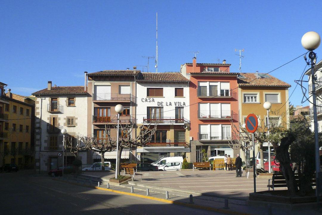 柳斯薩內斯(Prats de Lluçanès)是離加泰隆尼亞首都巴塞羅約一小時車程的村落,村中共有1700多人,總面積13平方公里。