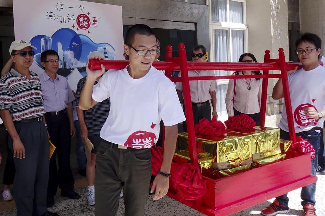 2016年6月28日,澎湖市民舉行婚禮,呼籲市民支持澎湖興建賭場。結果於同年10月15日進行的第二次澎湖博弈公投,不同意票依然大勝。