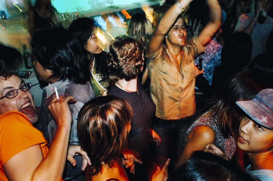 曼谷一個舞廳正舉行跳舞派對。