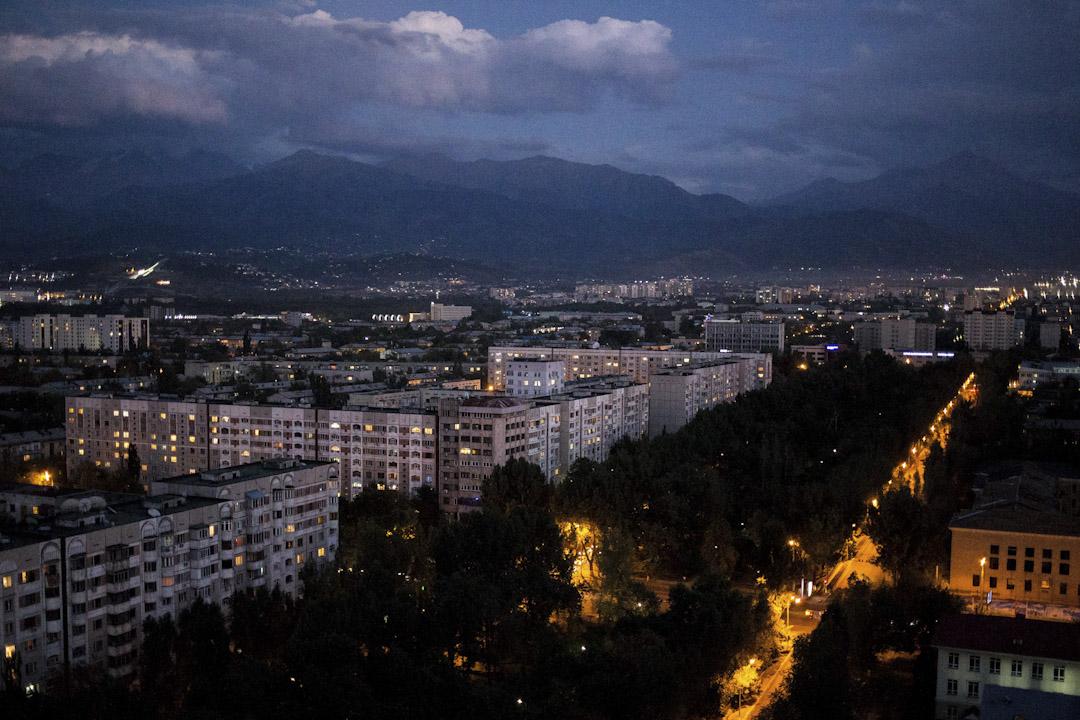 阿拉木圖(Almaty)全中亞最大的城市,一千五百萬的城市人口,但交通設計惡劣,空污嚴重,這也是哈薩克於1997年決定遷都至阿斯塔納的其一原因。 攝:Ann Wang/端傳媒